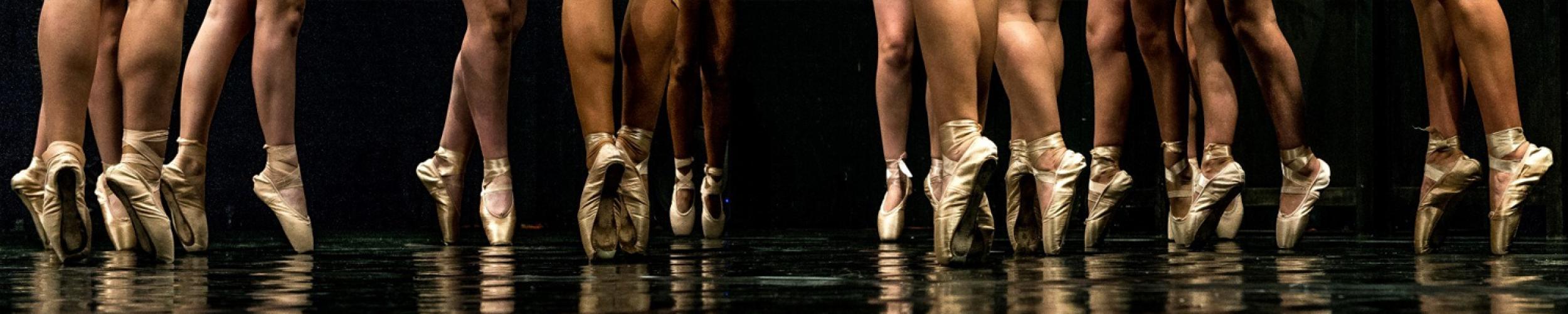 Dansen geeft je energie. Dansen ontspant je. In dansen kan je je verhaal kwijt. Schrijf je dan ook snel in