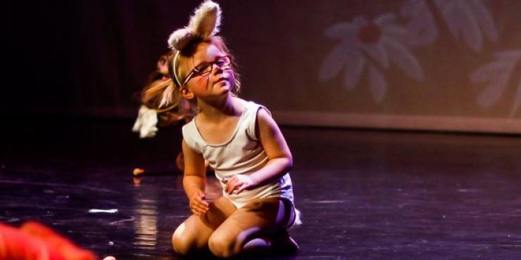 Kinderen ontdekken al dansend hun lichaam tijdens de lessen kinderdans